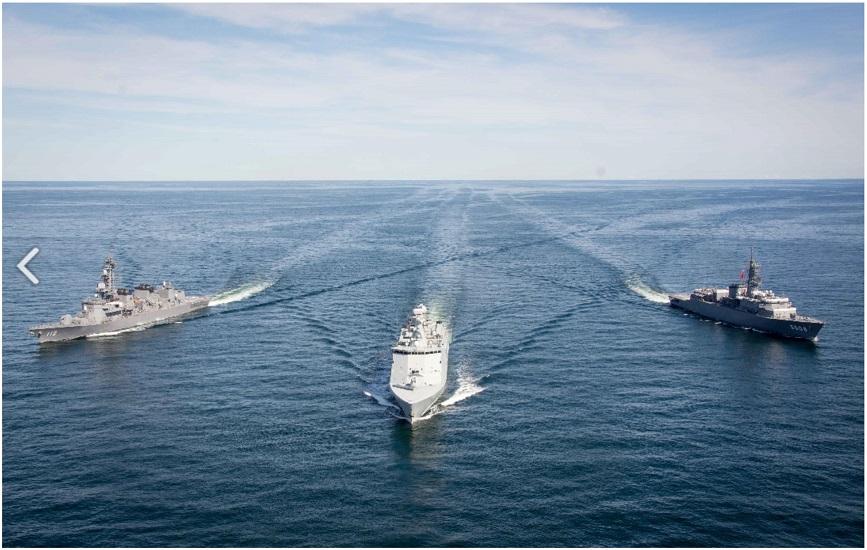 親善訓練 デンマーク海軍艦艇(NATO軍)「ESBERN SNARE 」_s
