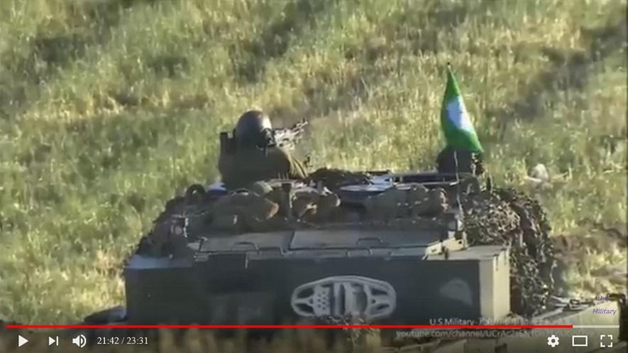 戦車、草むらへ掃射_s
